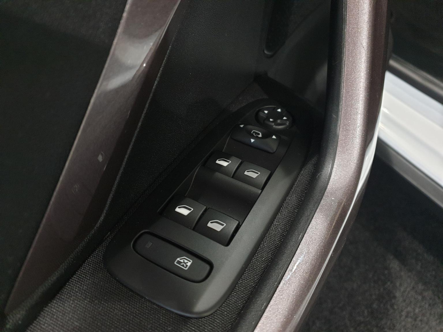 Peugeot-2008-23