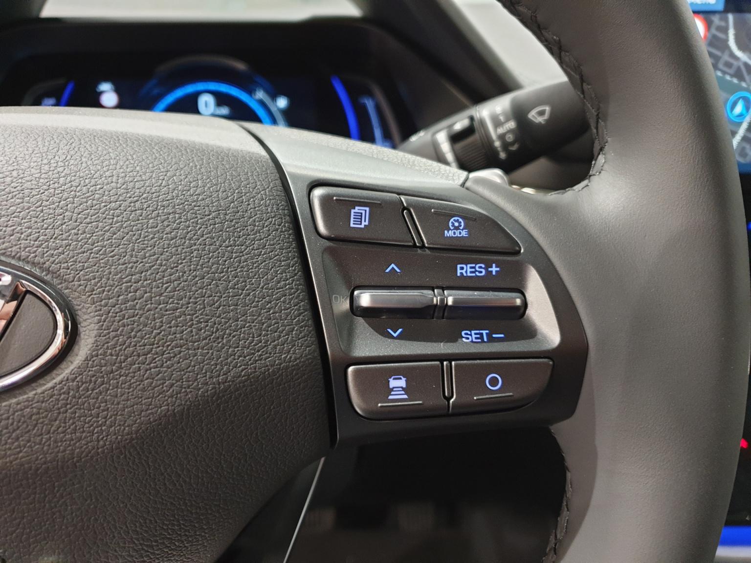 Hyundai-IONIQ-15