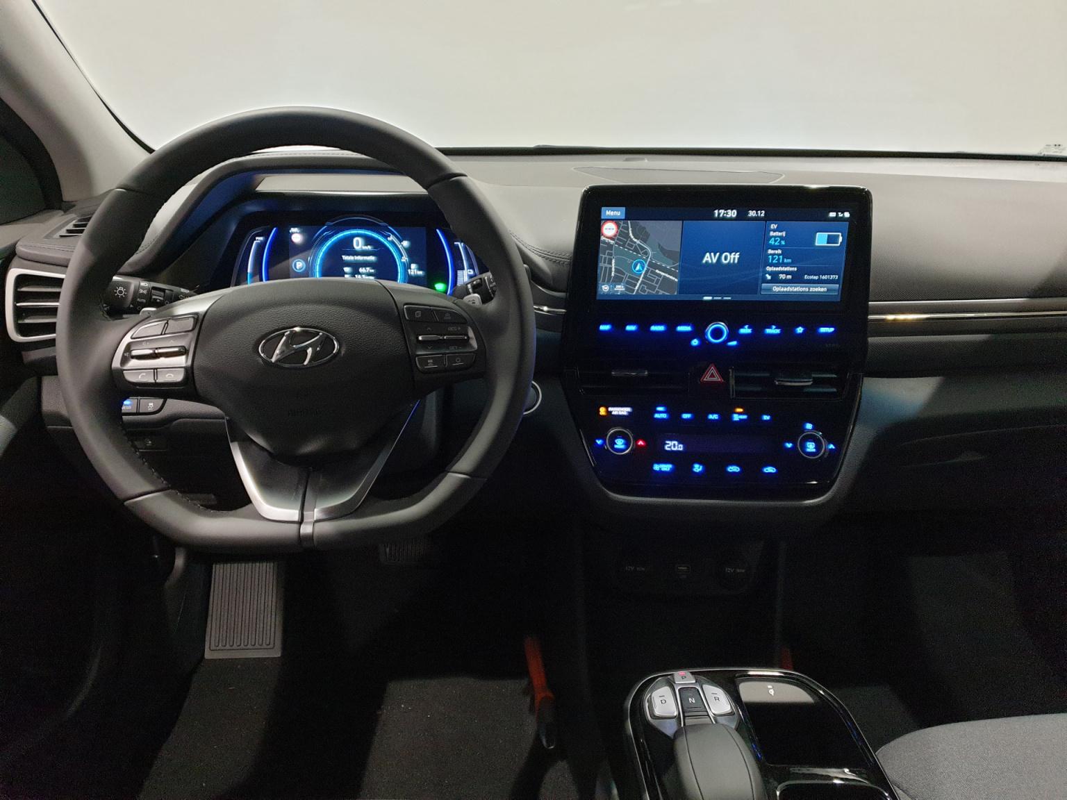 Hyundai-IONIQ-27